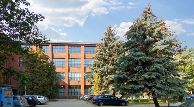 widok od strony ulicy na komfortowe biuro do wynajęcia we Wrocławiu