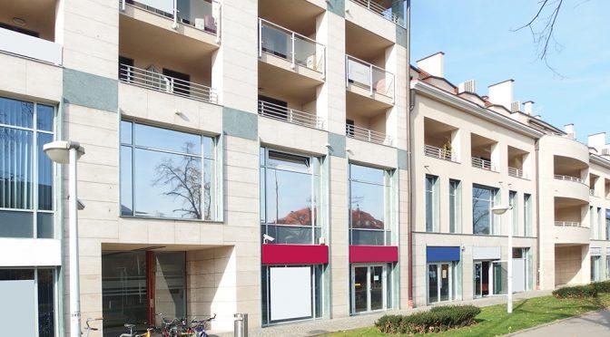 widok od strony ulicy na luksusowe biura do wynajęcia we Wrocławiu