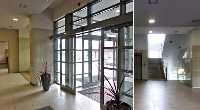reprezentacyjne wejście do biura na wynajem we Wrocławiu