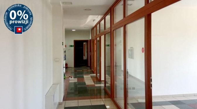 luksusowa powierzchnia z dużymi przeszkleniami tworząca biuro do wynajęcia Wrocław