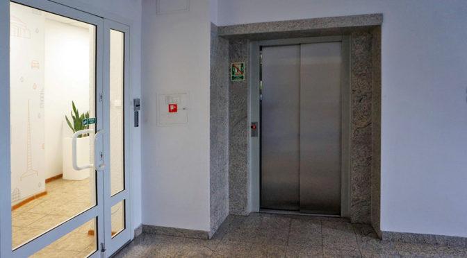 wejście do komfortowego biura n wynajem Wrocław
